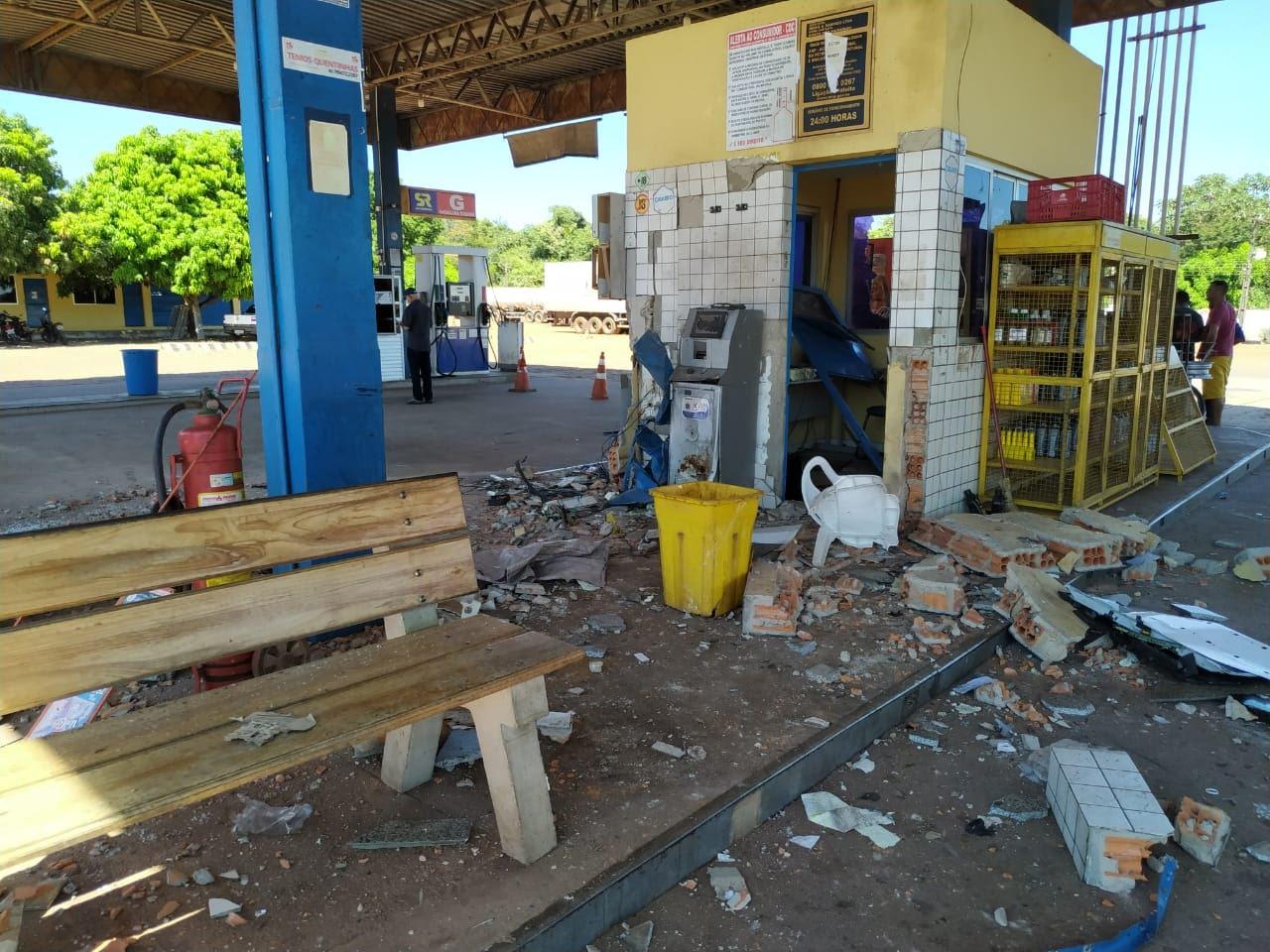 A estrutura do prédio ficou danificada após explosão - foto: Portal MN